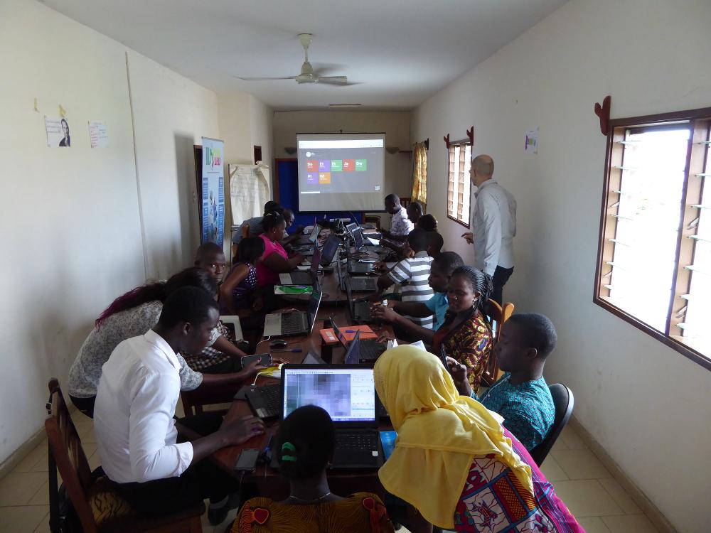 Usage de la Brique Internet au Blolab de Cotonou pour distribuer des logiciels libres en formation OpenStreetMap